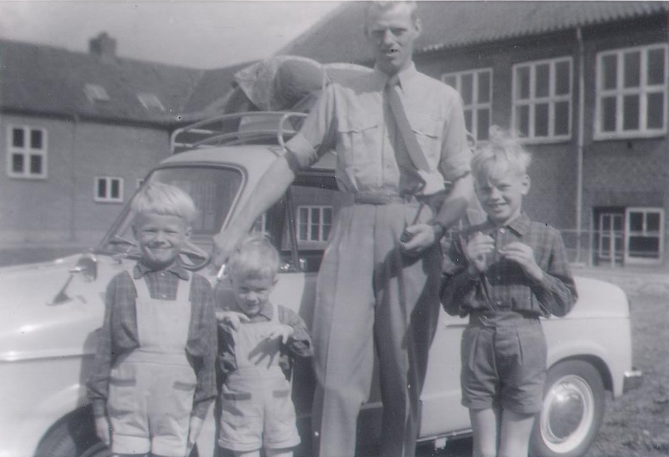 Olaf la Cour with father, little brother and big brother, summer 1961, Ilskov